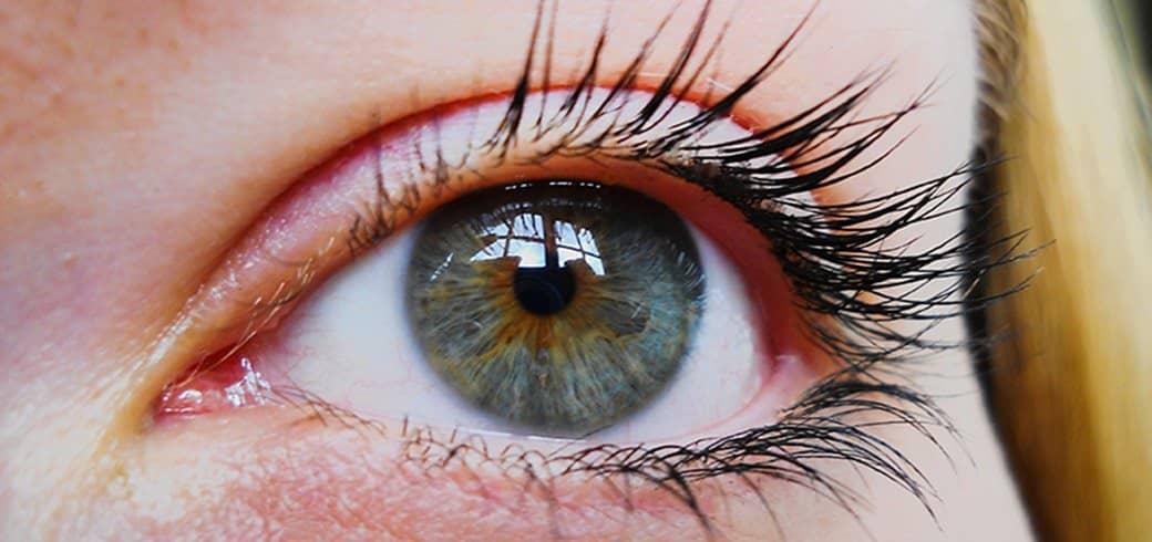 Nærbillede af en kvindes øje